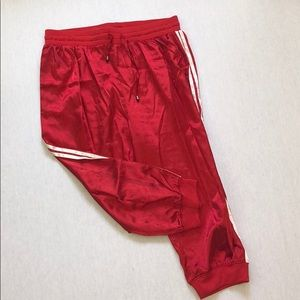 RED SATIN CROPPED JOGGER. PRETTY LITTLE THING. 12.